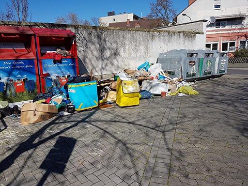 Illegaler Müll überall und reichlich.